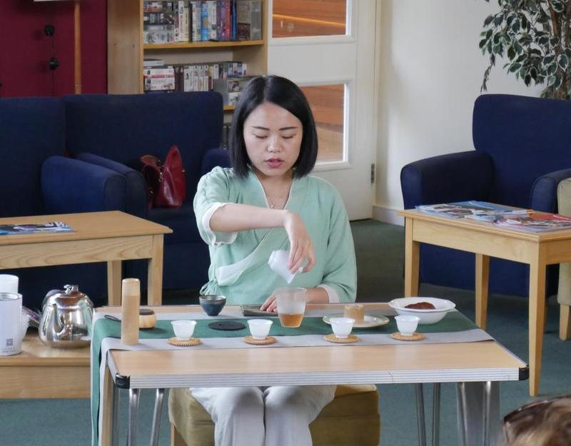 Yi Zeng performs Chinese tea ceremony